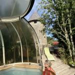 La piscine protégée par le dôme